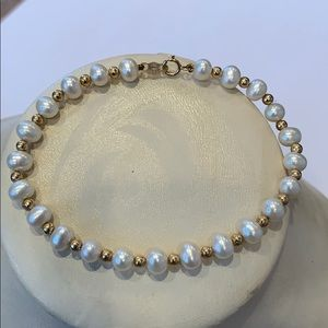 Solid 14 Karat gold and white round Pearl bracelet